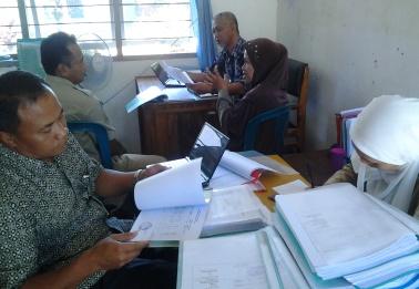 Tim BPK-RI sementara melakukan pemeriksaan di Puskesmas Kubunsari