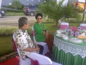 Saat-saat Jamuan Makan Pagi, antara Bupati Polewali Mandar (Bpk Alibaal Masdar) bersama Ibu Menkes RI (Ibu Nafsiah Mboi) dalam Acara RAKERKESDAS SULBAR 2013 Mamuju 14-12-2013